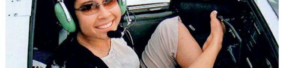 બે હાથ વગરની યુવતી વિશ્વની પહેલી મહિલા પાઇલટ બની